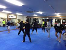 トレーニングに励む小田整体キックボクシング同好会