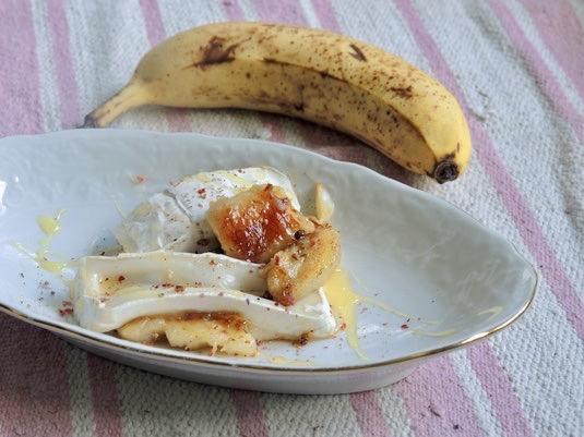 Gebackene Bananen mit Ziegenkäse & Honig