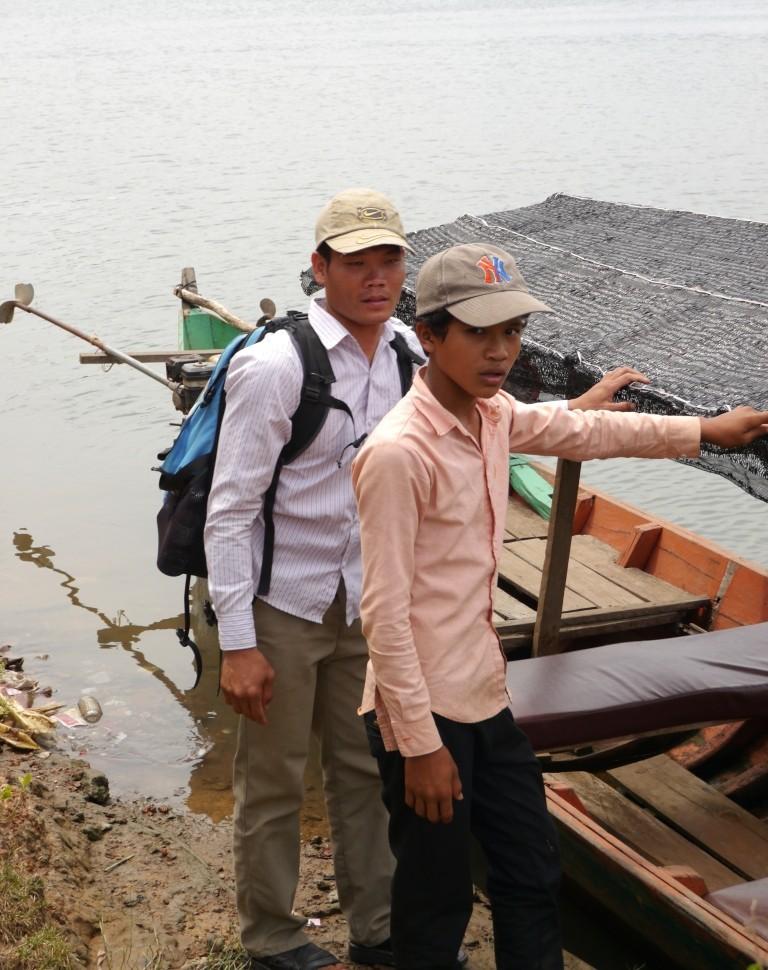 Unser Guide links mit jungem Bootsführer