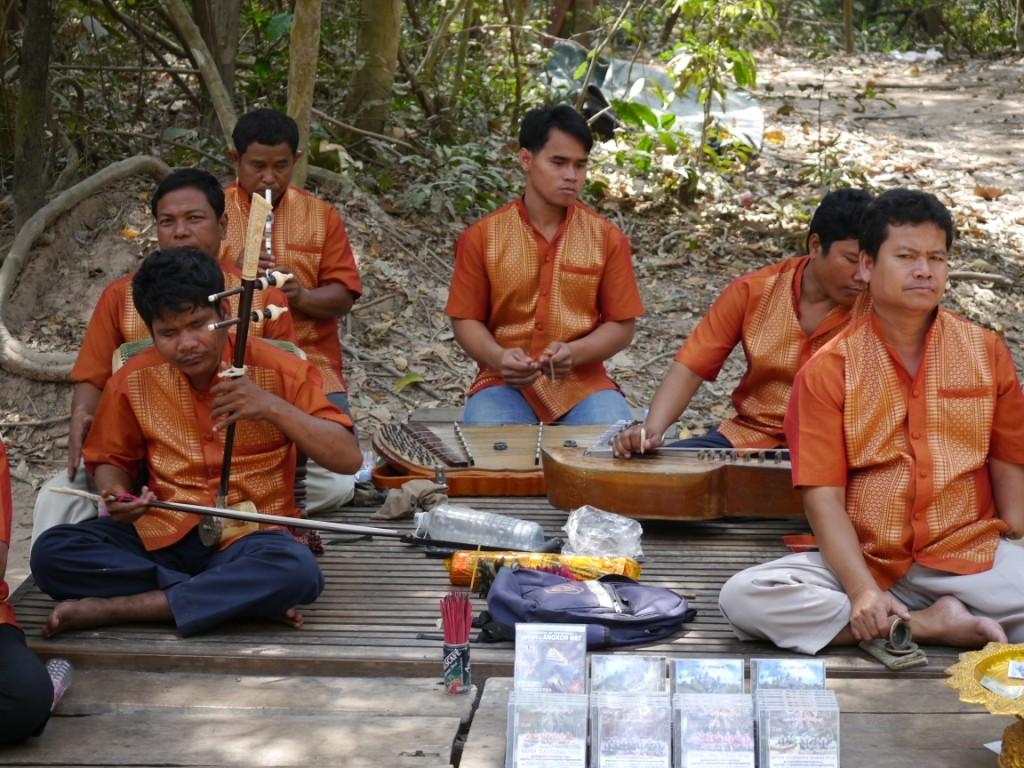 Musikanten sammeln zu Gunsten Der Kriegshinterbliebenen