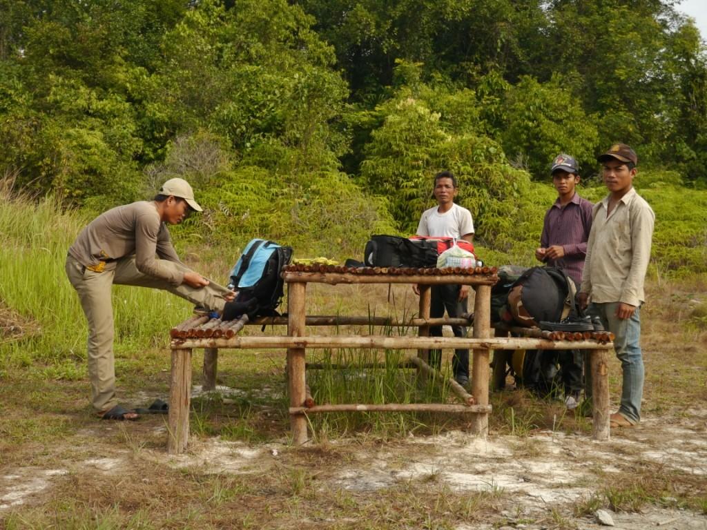 Letzte Vorbereitungen für den Regenwald