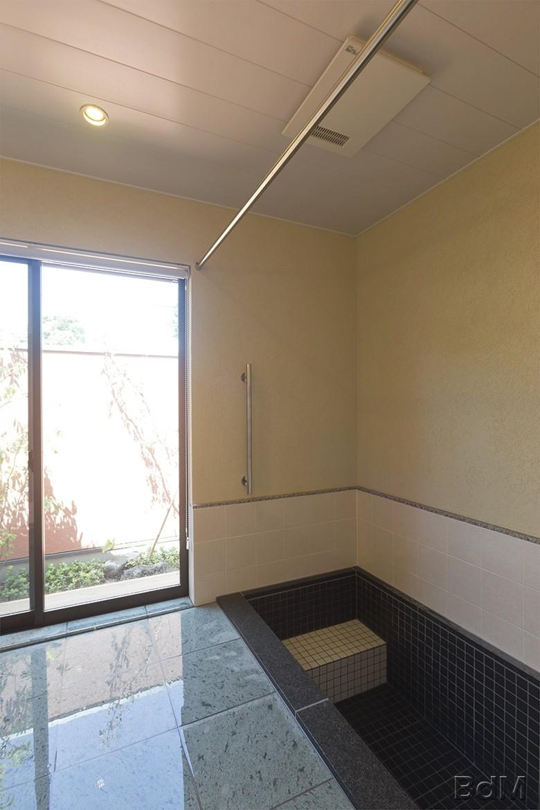浴室1:大型浴槽