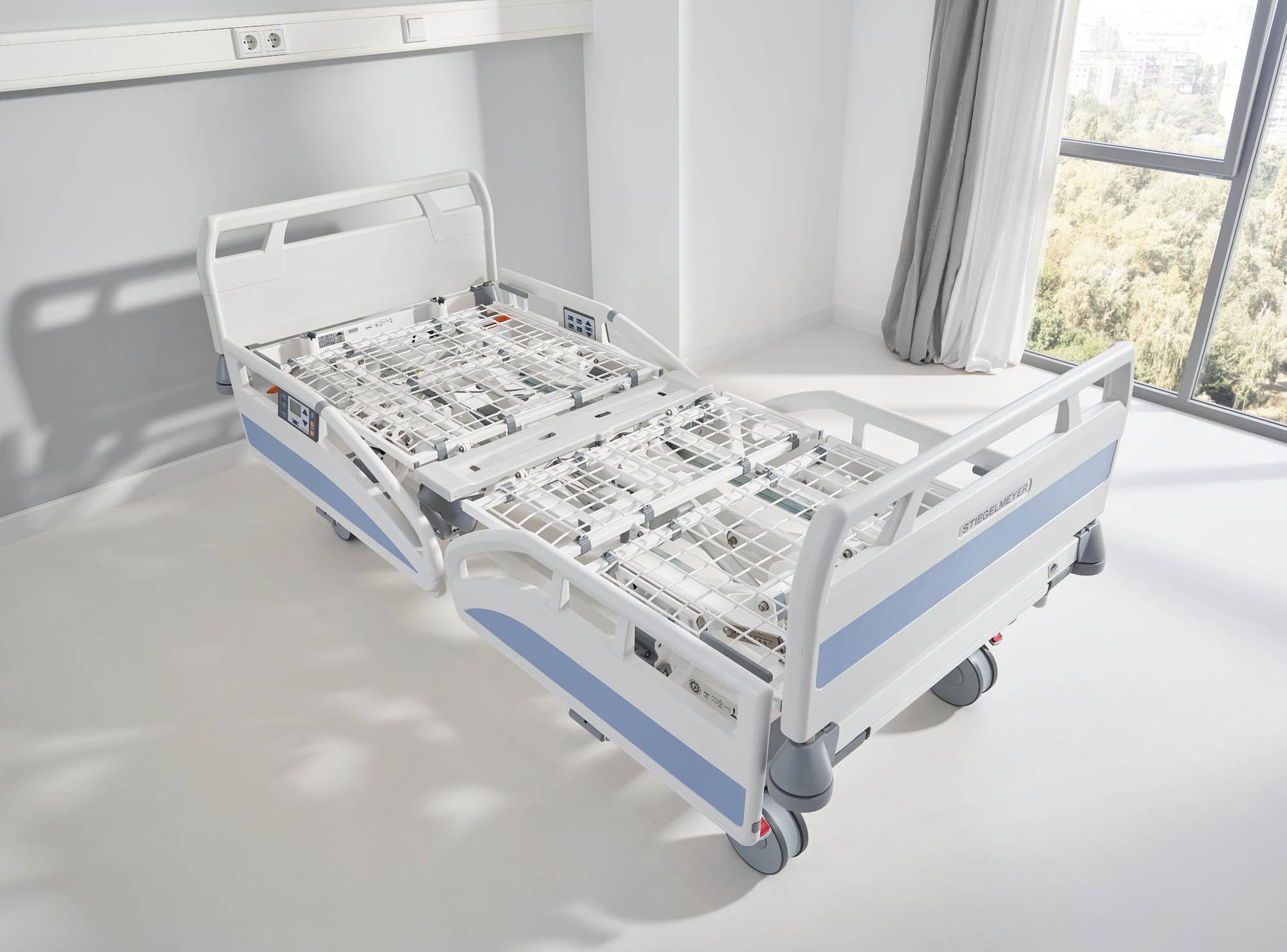 Das Krankenhausbett Evario ist auf Wunsch mit einem entnehmbaren Stahlgitterboden lieferbar.