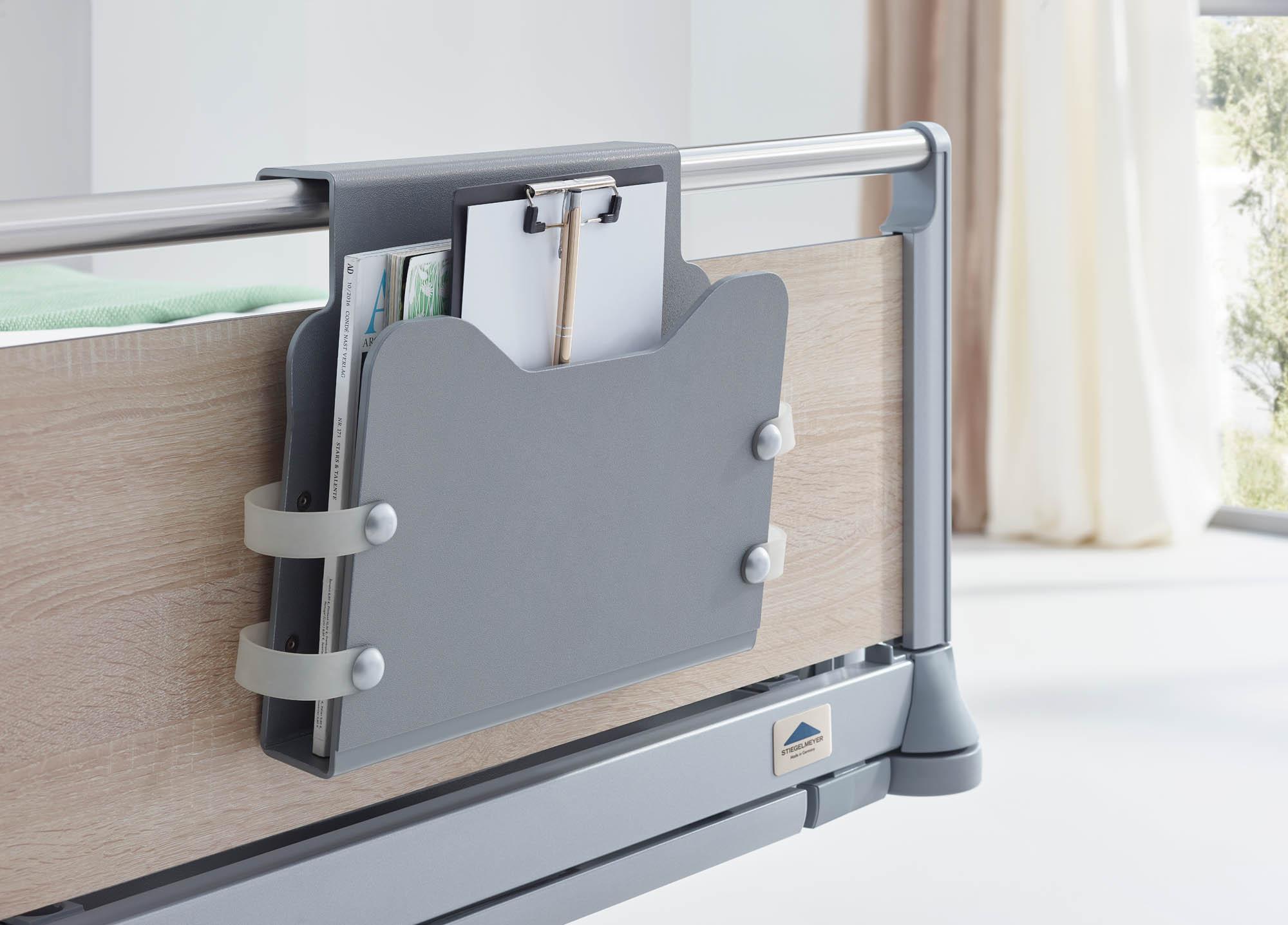 Die praktische Dokumentenhalterung ist für verschiedene Bettenhäupter-Typen lieferbar.