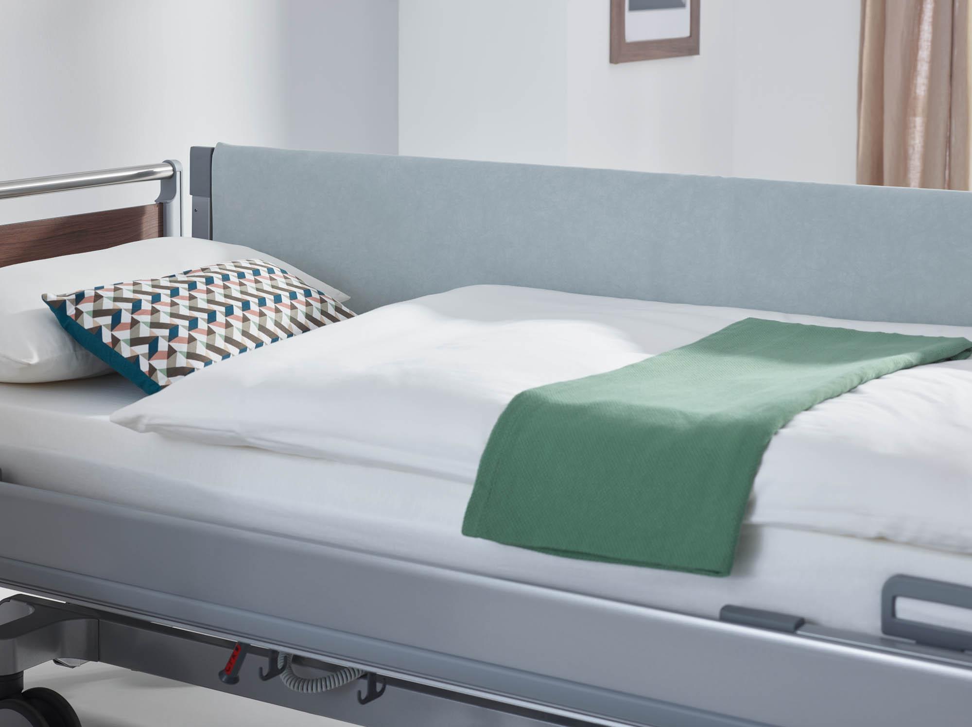 Auch für durchgehende Seitensicherungen über die gesamte Bettseite bieten wir Schaumlederbezüge an