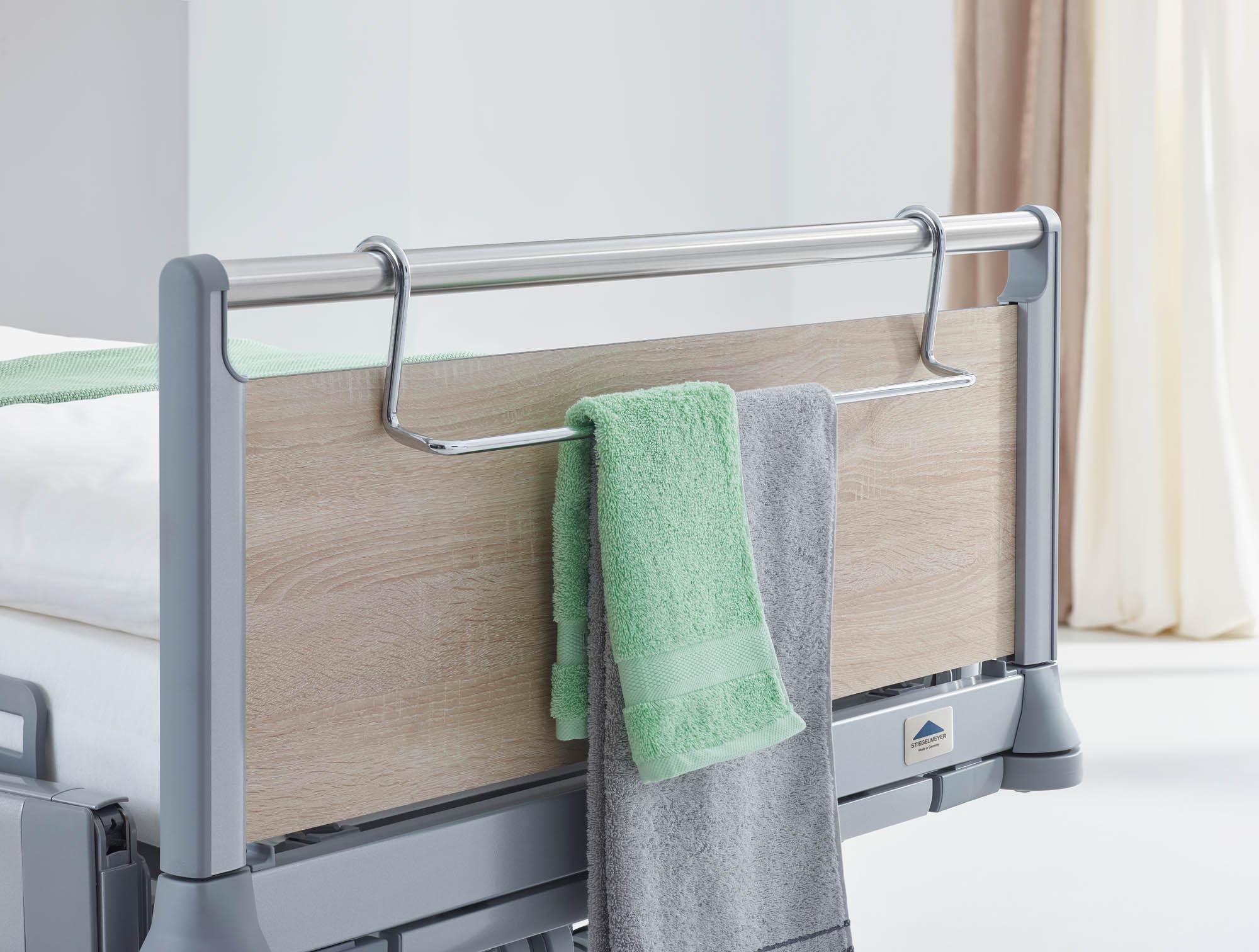Ein praktischer Handtuchhalter lässt sich an den Griffleisten der Häupter einhängen.