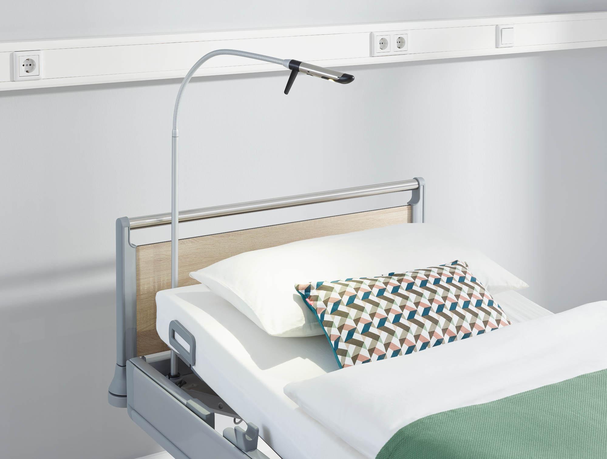 Die LED-Leseleuchte Stella verbindet hochwertiges Design mit einer langen Lebensdauer. Der Leuchtenkopf ist aus hochglanzpoliertem Edelstahl.