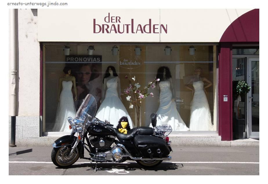 Klar, gibt es in Trier Brautkleider zu kaufen. Aber nicht so viele und nicht so günstig wie in Istanbul.