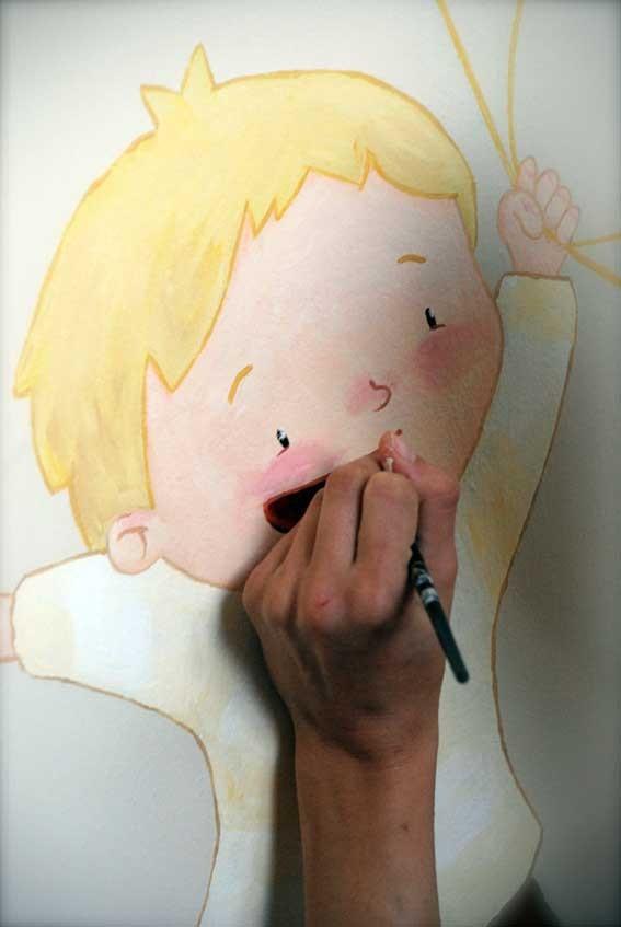 pintando mural con Mireia