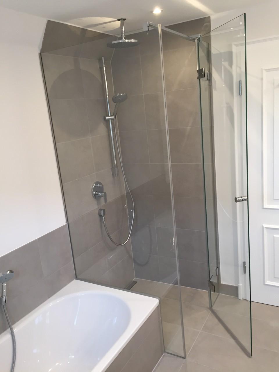duschkabine neben badewanne kunststoff schulte d duschkabine auf wanne teilig mm. Black Bedroom Furniture Sets. Home Design Ideas