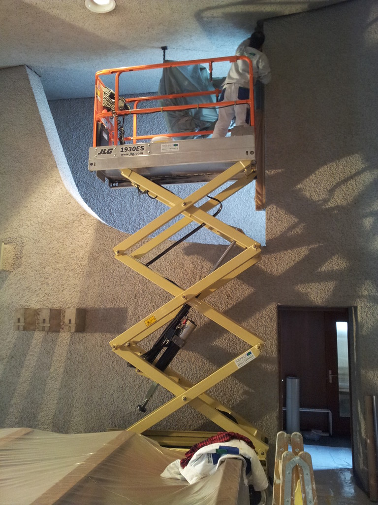 JLG 1930ES, bis 8 m Arbeitshöhe, kompakt und wendig, passt durch jede Türe
