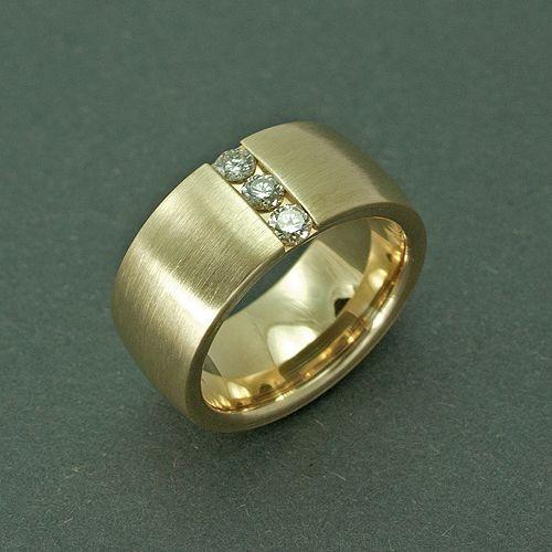 Breiter goldring mit stein  Speicher - Ihre Goldschmiede in Kiel
