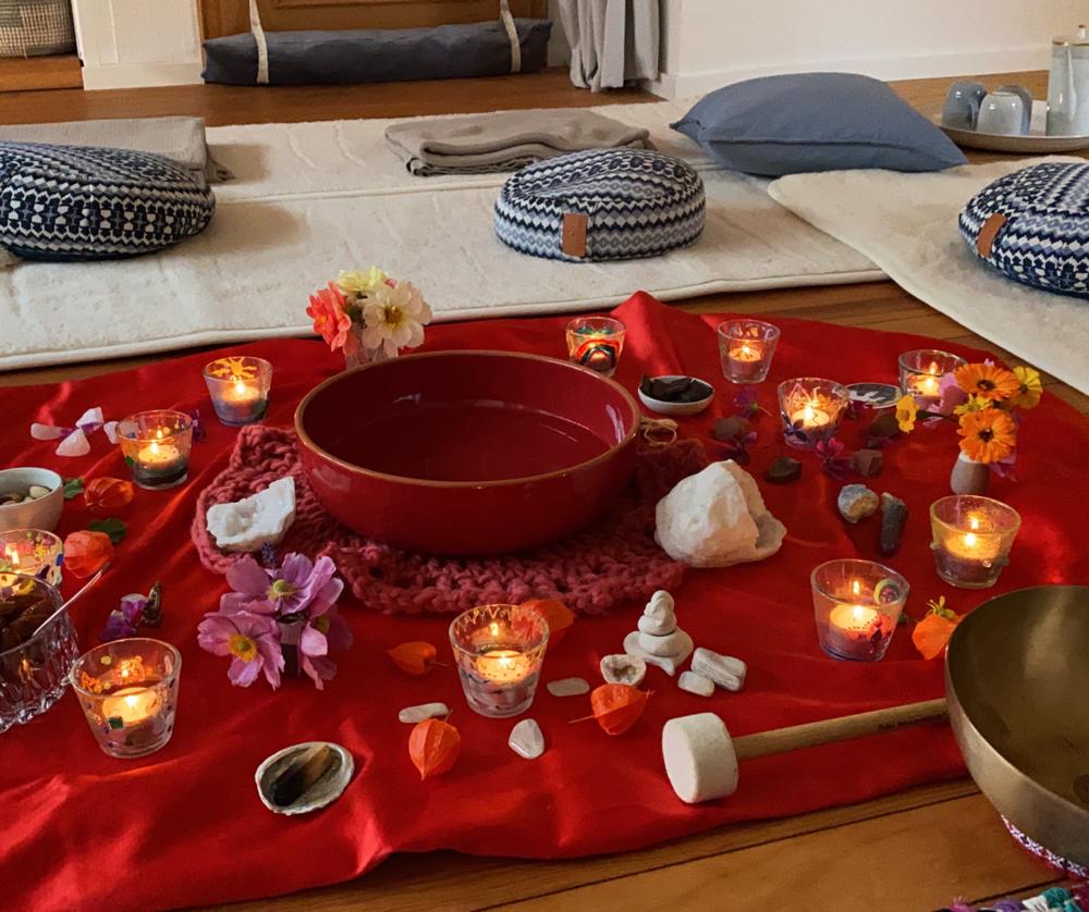 Meditation zur vollen Mondin im Rahmen der Kundalini YOGA Klasse