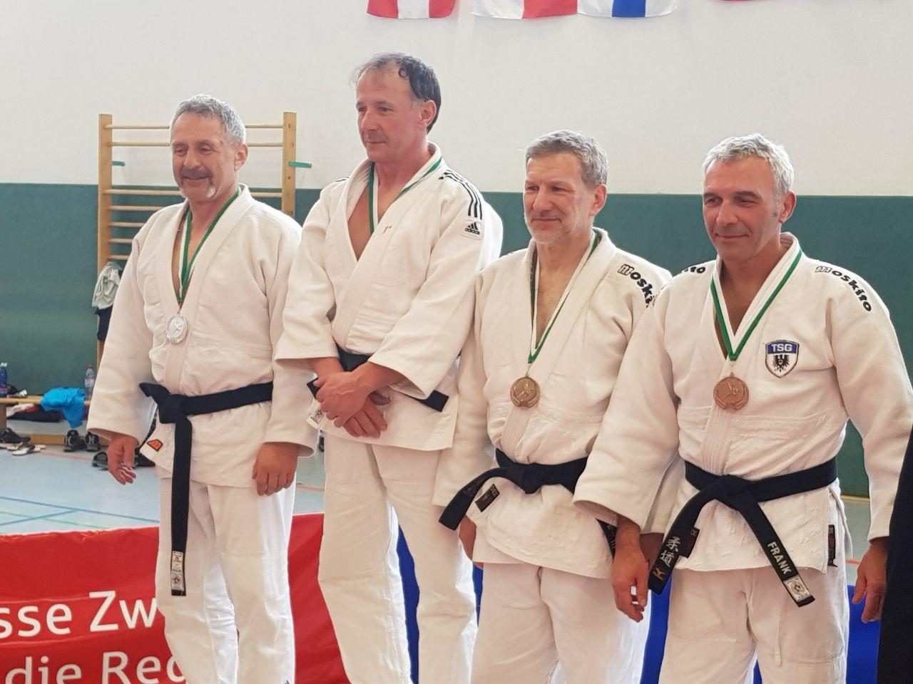 Judo-Oldie Wolfgang Löffler links