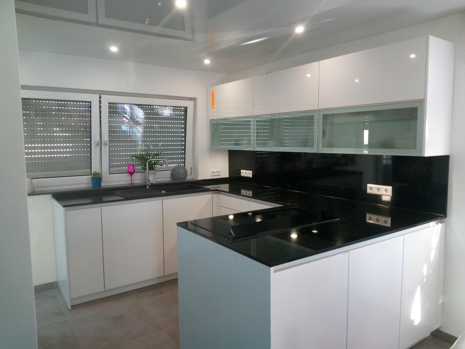 Neue Küchenarbeitsplatte und Küchenspiegel für einen Privatkunden in Stuttgart