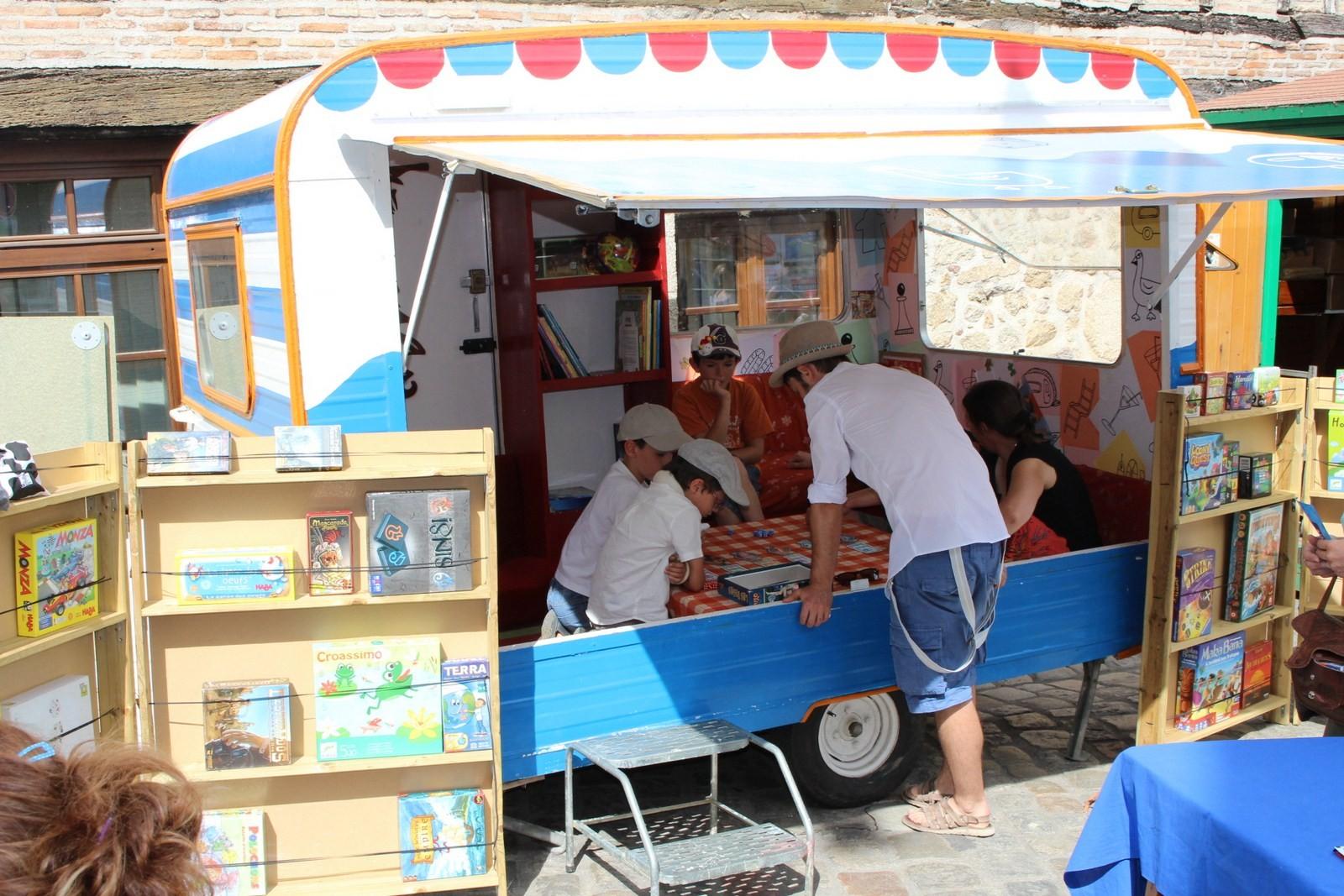 Jouer dans des caravanes aménagées (et pourquoi pas bientôt chez Etre et Jouer...)