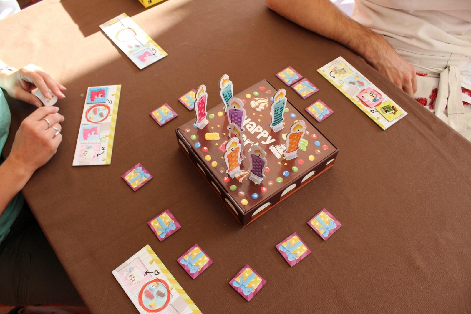 Le jeu qui sera disponible dès septembre chez Gigamic : happy party, qui fera sûrement un carton lors des anniversaires!