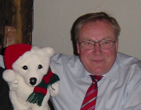 """Mitgründer und Spiritus Rector der """"Eisbären e.V."""" - Klaus-Dieter Ripke - mit dem Vereinsmaskottchen (verstorben im Mai 2009)"""