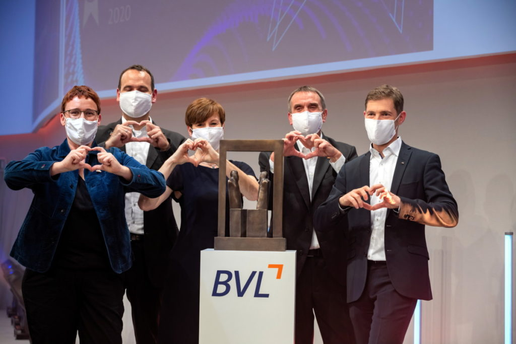 Im GVZ Berlin West Wustermark konnte das Drogerieunternehmen dm den BVL Logistikpreis 2020 entgegennehmen. Ausgezeichnet wurde dm für sein neues Logistikkonzept