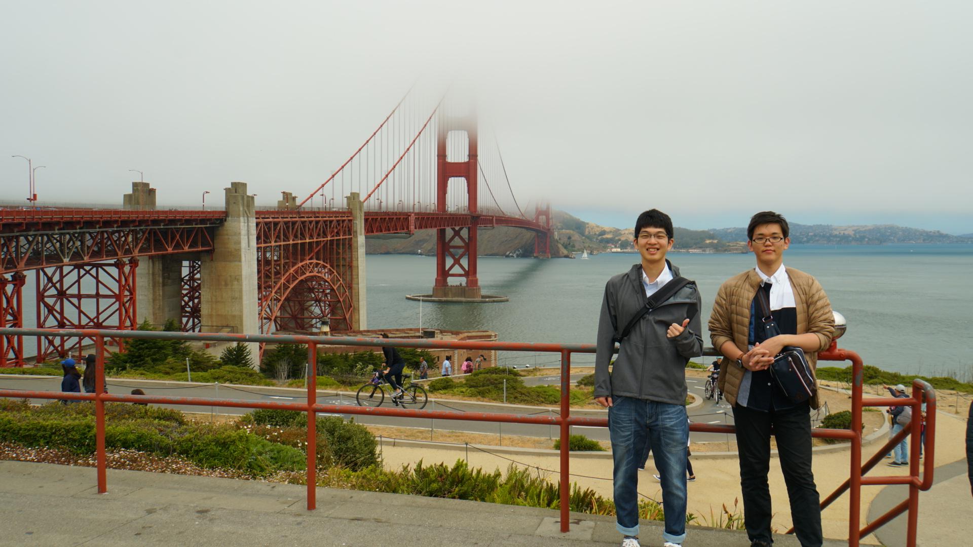 霧がかかった姿も幻想的なゴールデンゲートブリッジ(カリフォルニア州)