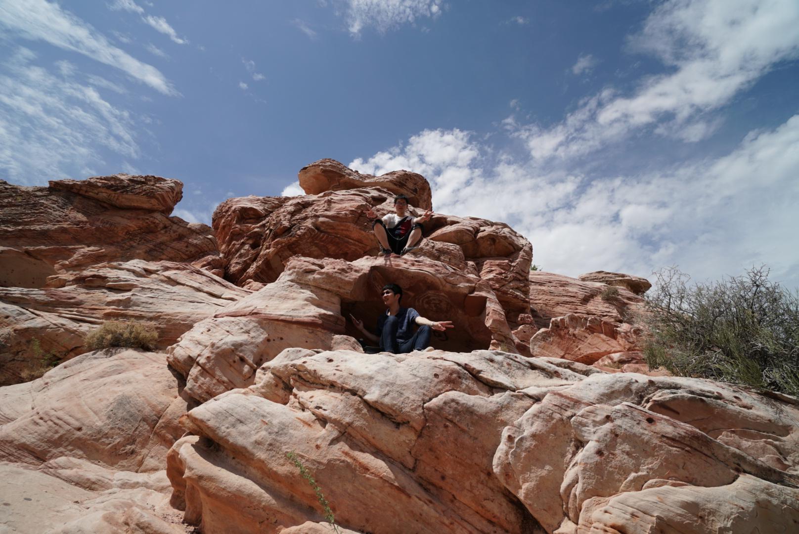 レッドロックキャニオンで休憩していたら丁度岩の上と下にいたので一枚(ネバダ州)