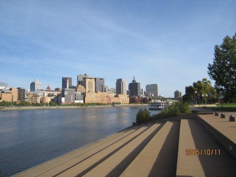 州都セントポールとミシシッピ川(ミネソタ州)