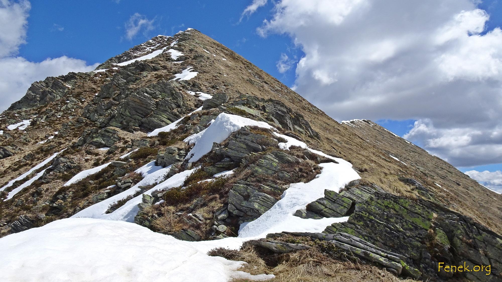 bald ist der Vorgipfel erreicht - rechts der 1m höhere Gipfel