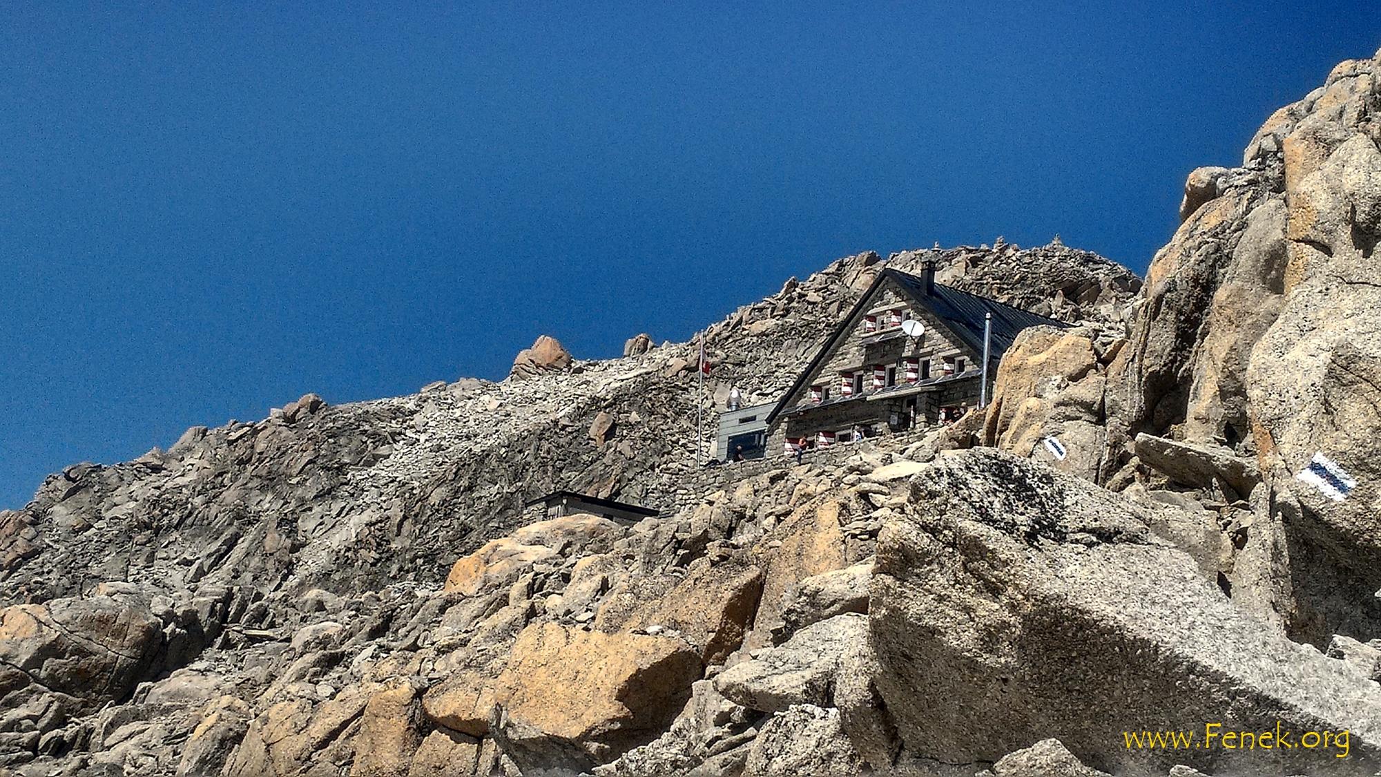 Cabane du Trient und der Gipfel der Pointe d'Orny ist auch sichtbar (Steinmann)
