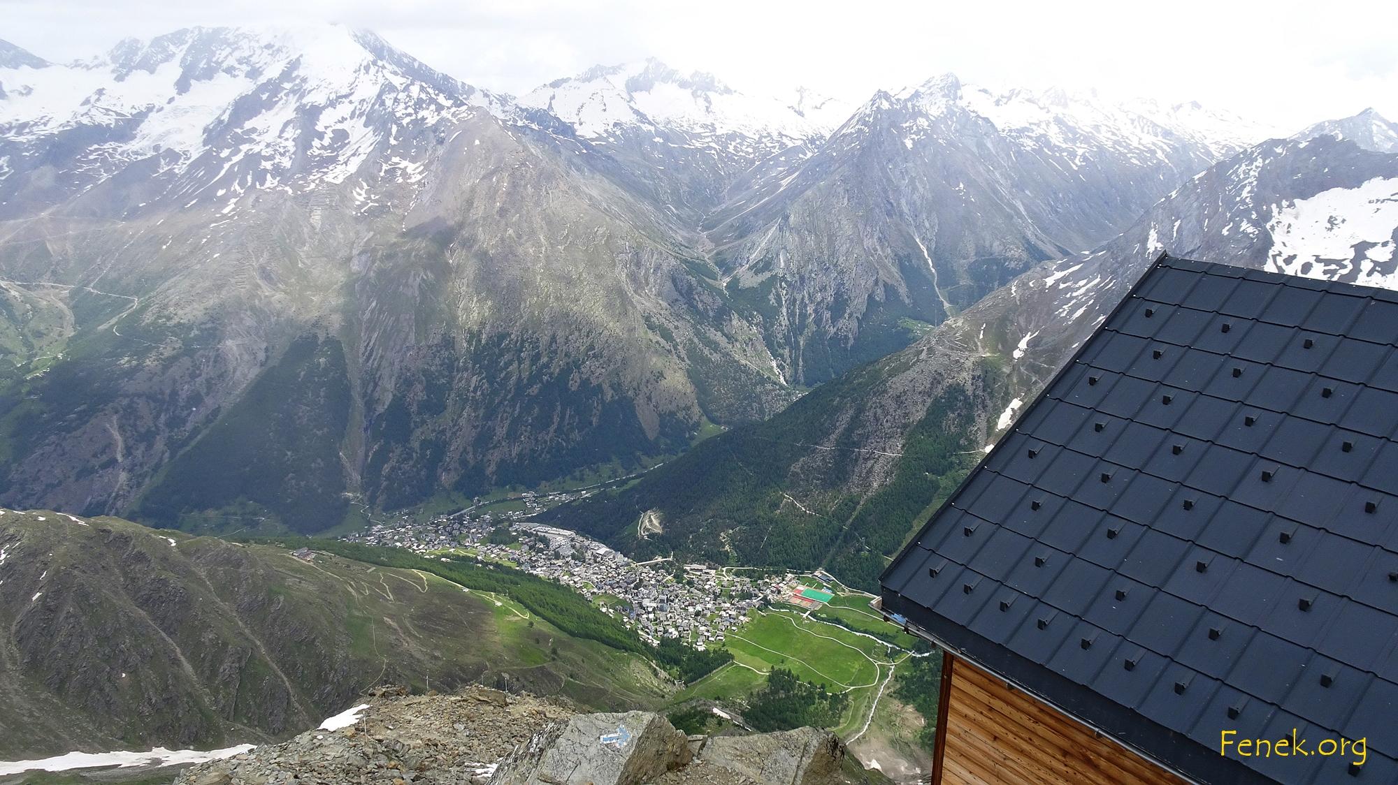Blick von der Mischabelhütte nach Saas Fee