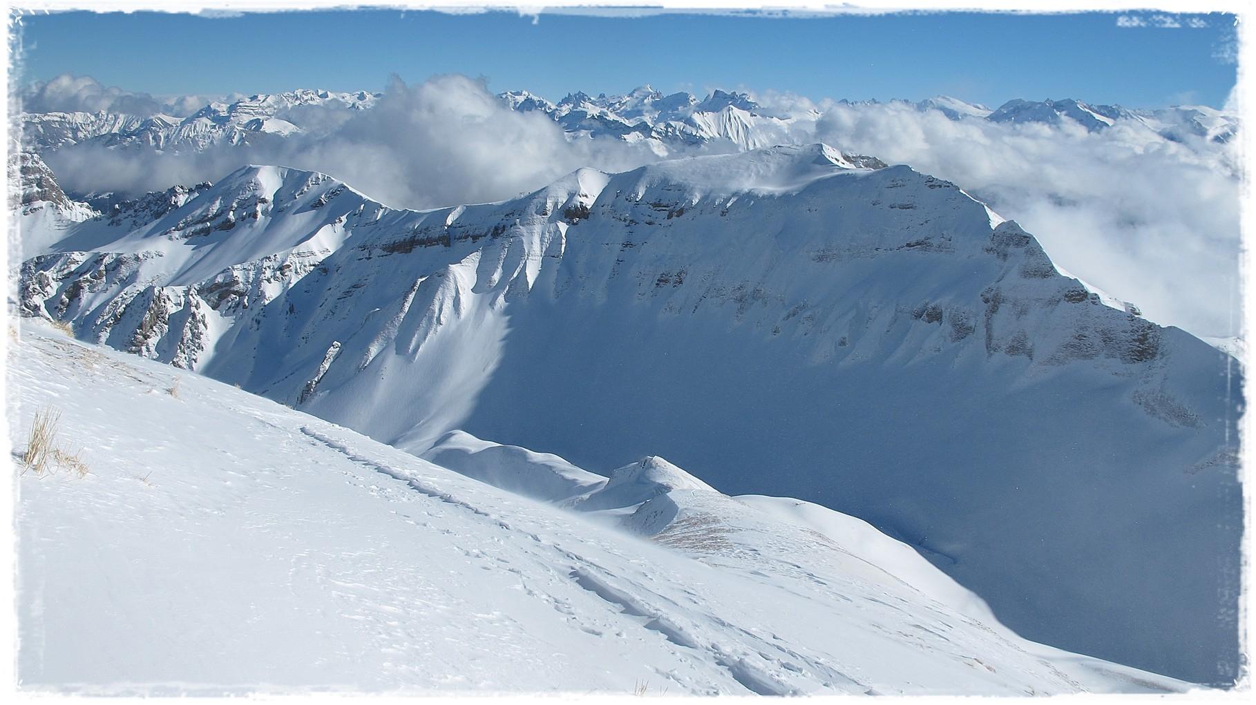 Zentralschweiz - im Vordergrund Höch Gumme