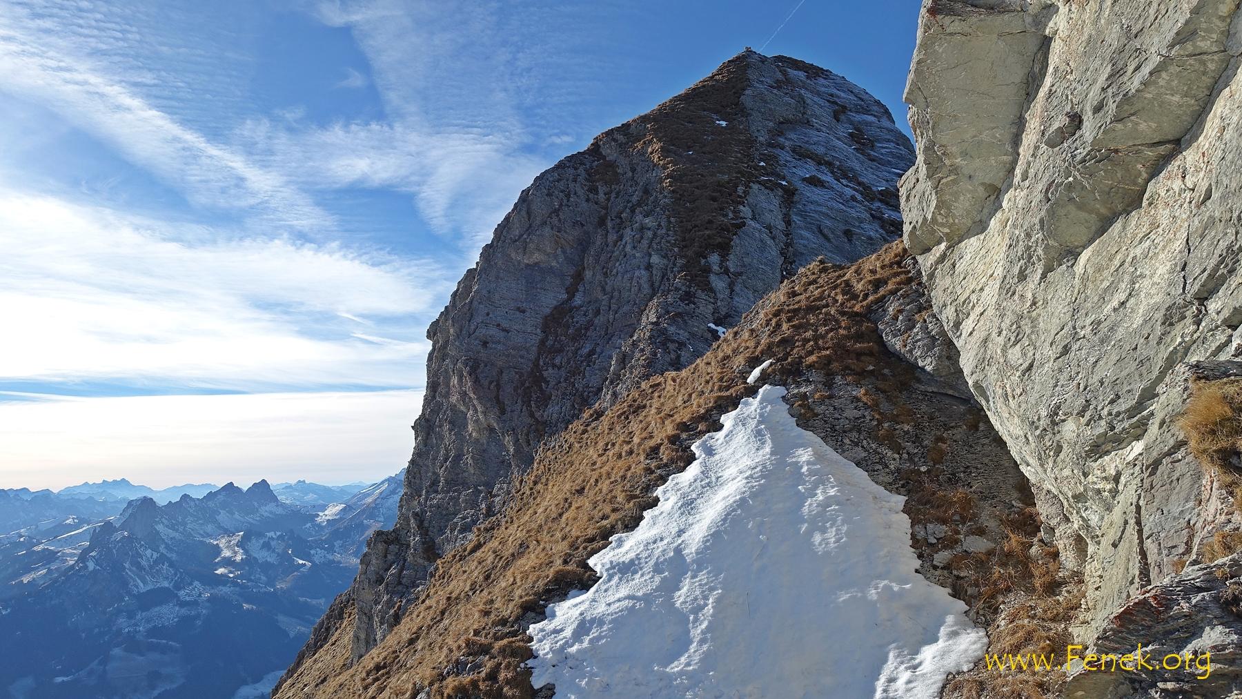 der Gipfelkopf mit dem steilen Aufstieg....