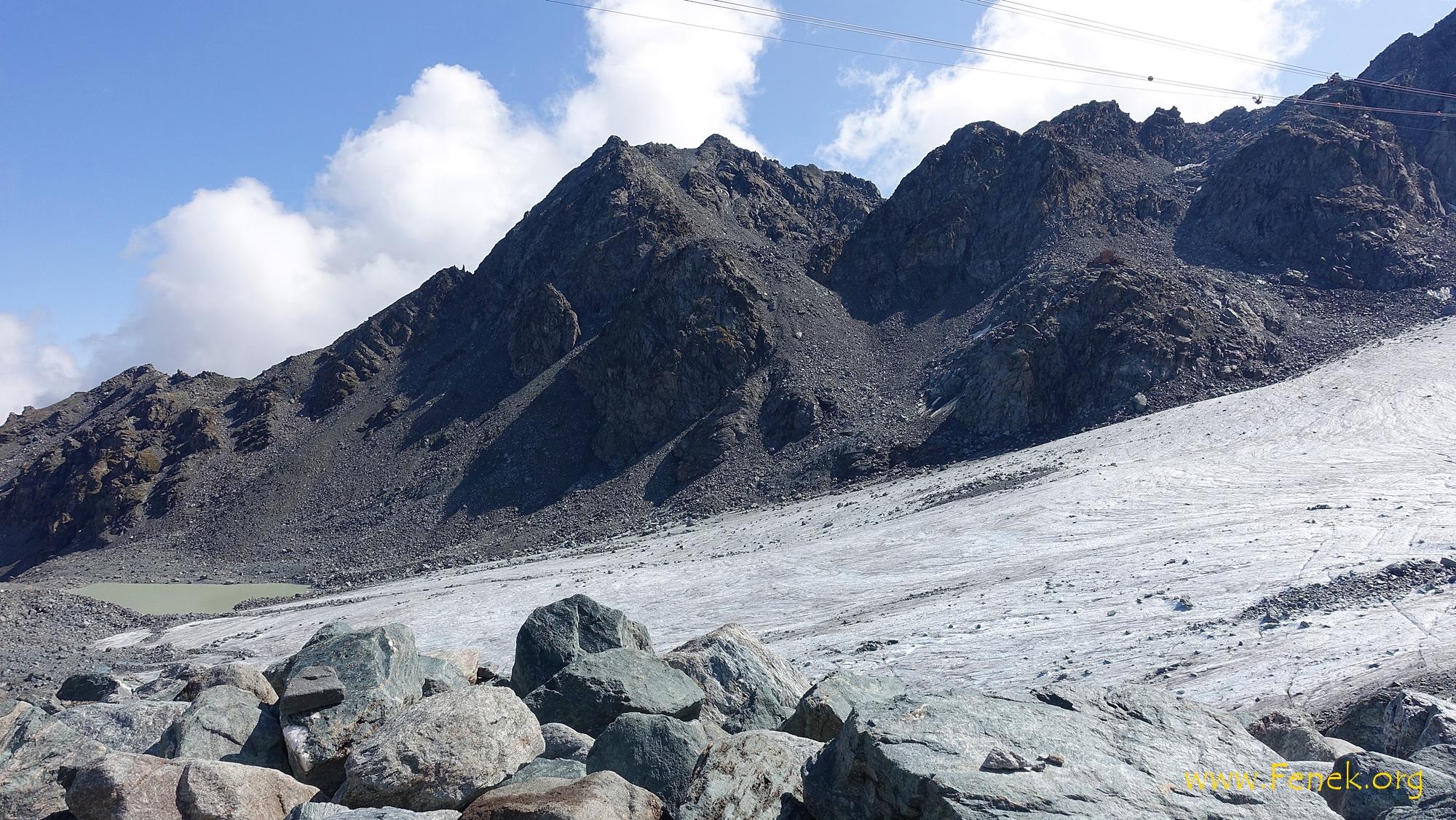 Vom Col des Gentianes sieht man die Schuttflanke die zum Bec des Etagnes führt