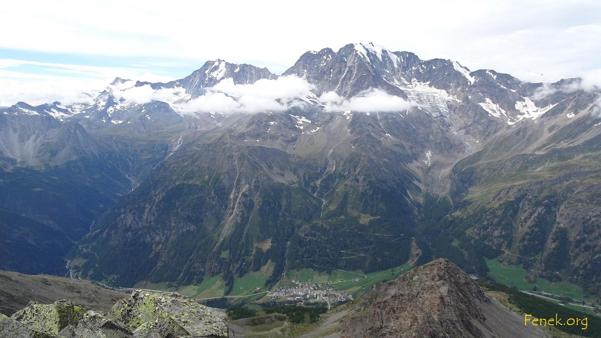 Blick hinunter nach Simplon Dorf und zum Fletschhorn