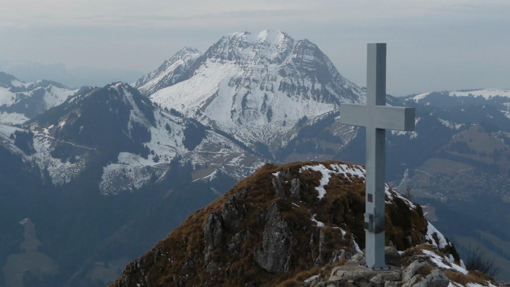 Le Moléson und Gipfelkreuz Dent de Broc