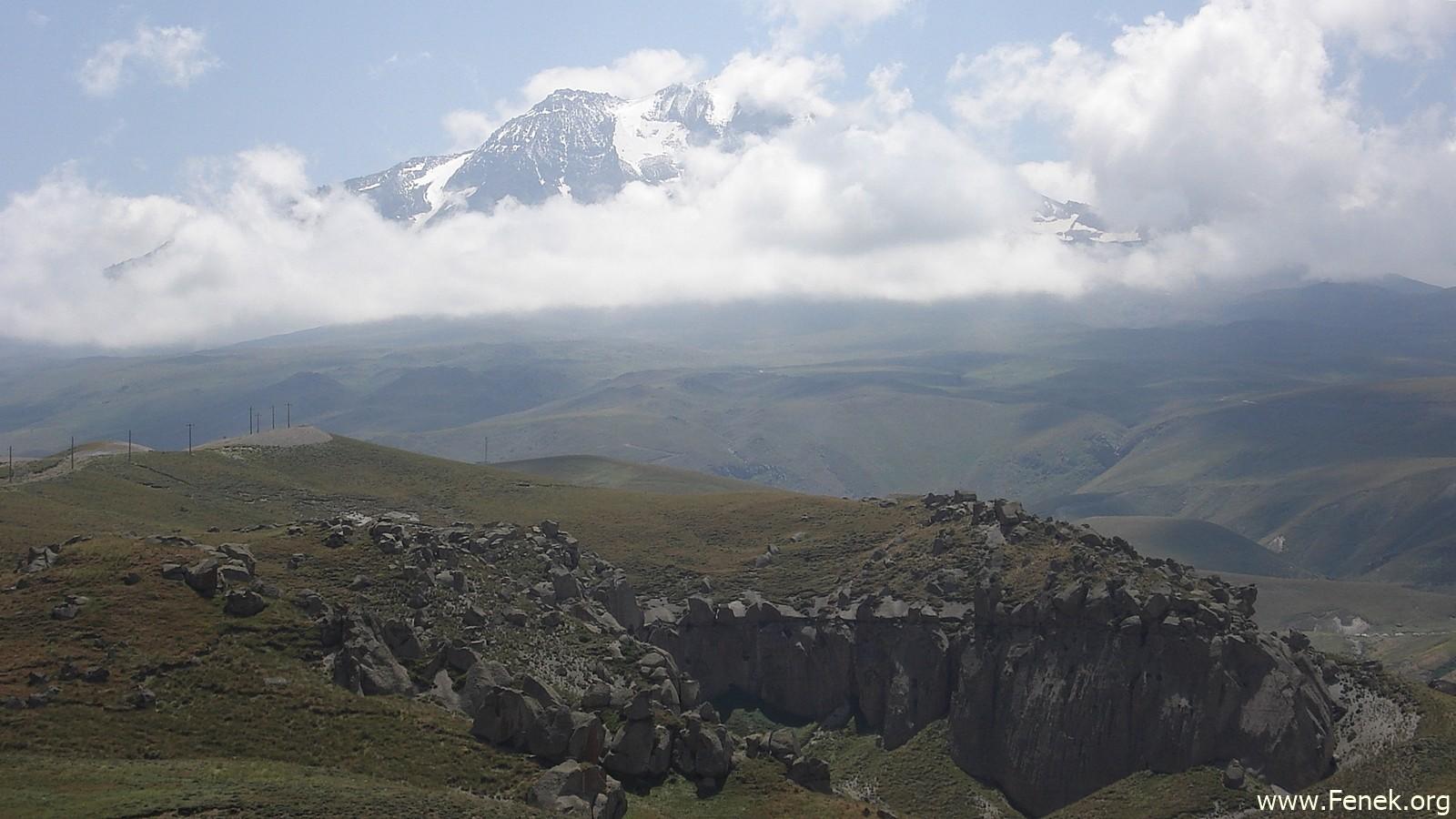 der Sabalan vom Tal aus gesehen