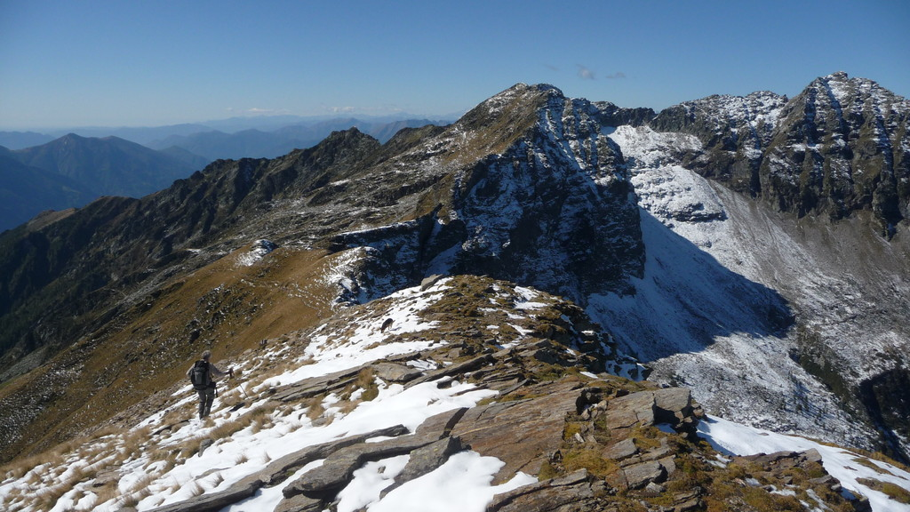 Abstieg über den Grat zur Cimea d'Erbea