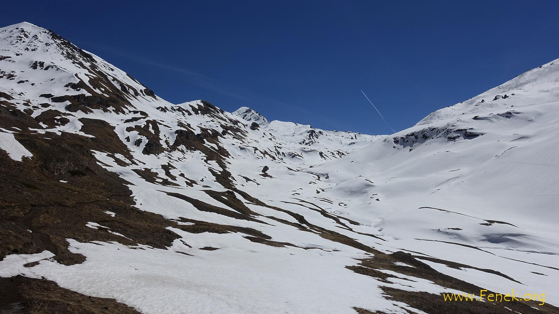 ab hier geschlossene Schneedecke - ganz hinten gügslet die Punta Tersiva hervor
