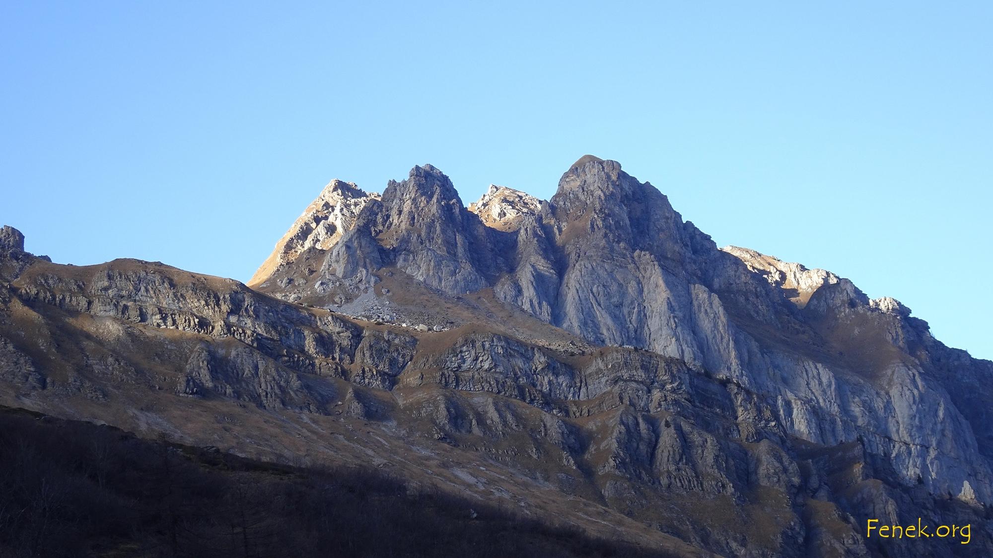 links die besonnte steile Flanke im Profil - Freude herrscht
