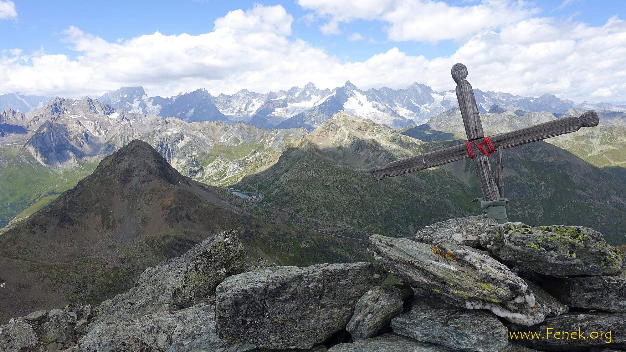 Blick zum Hospiz und letzten Gipfel des Tages - Mont Mort