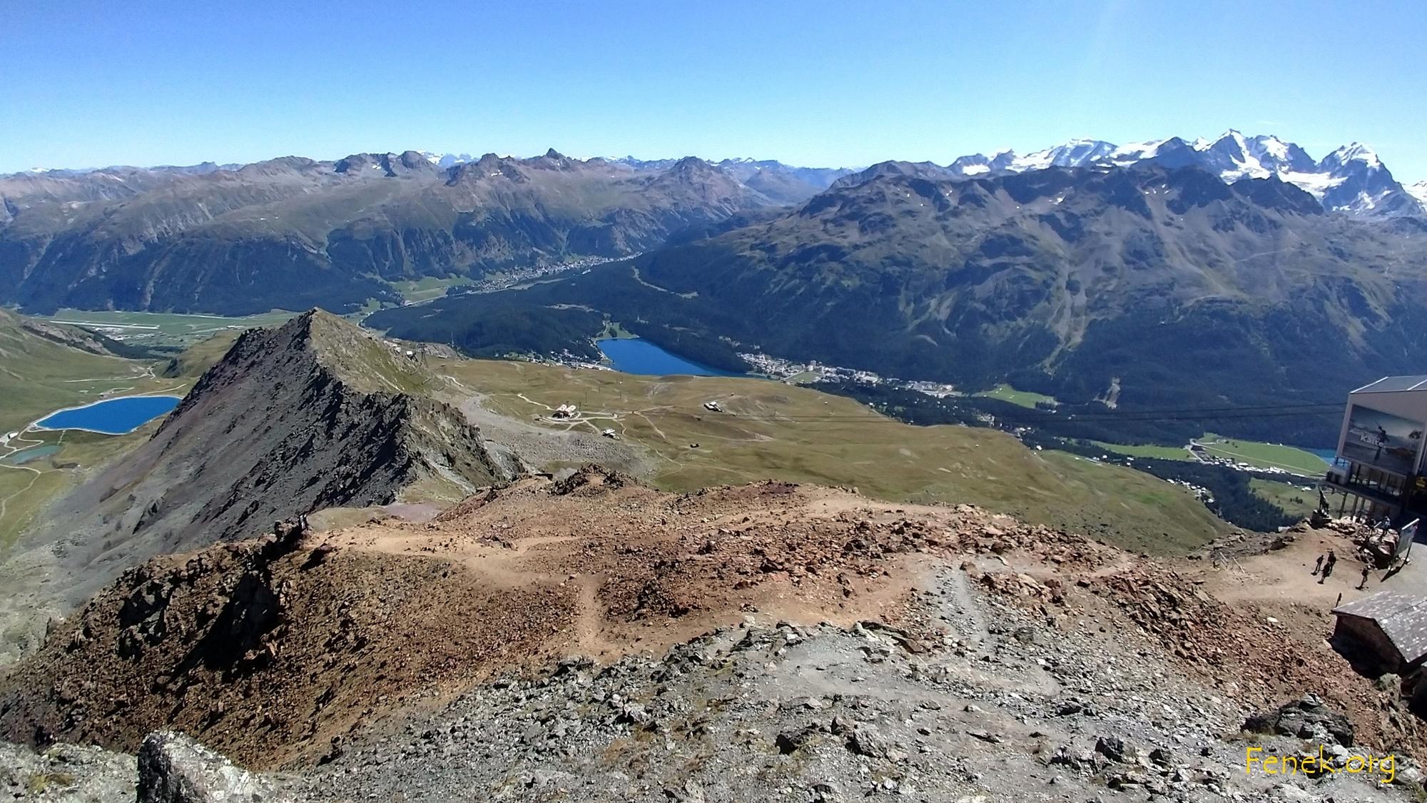 rechts Berninagruppe - vorne Piz Nair Cotschen und unten St.Moritz