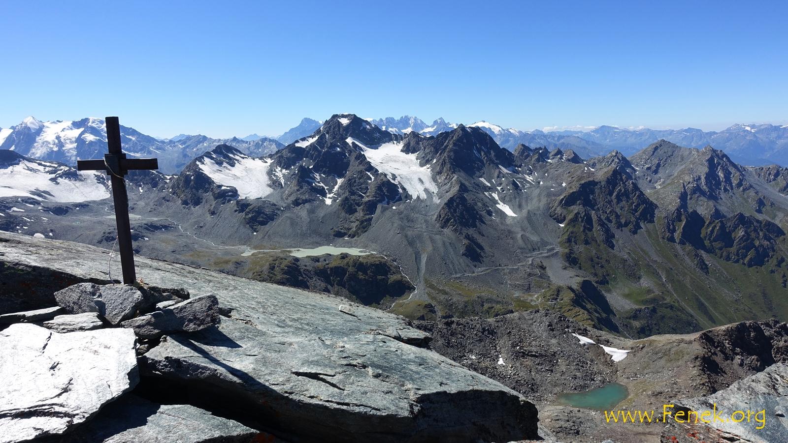 hinter dem dominanten Mont Fort verbirgt sich der Mont Blanc