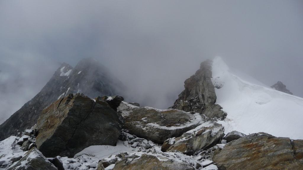Schemenhaft das Lagginhorn vom Gipfel....