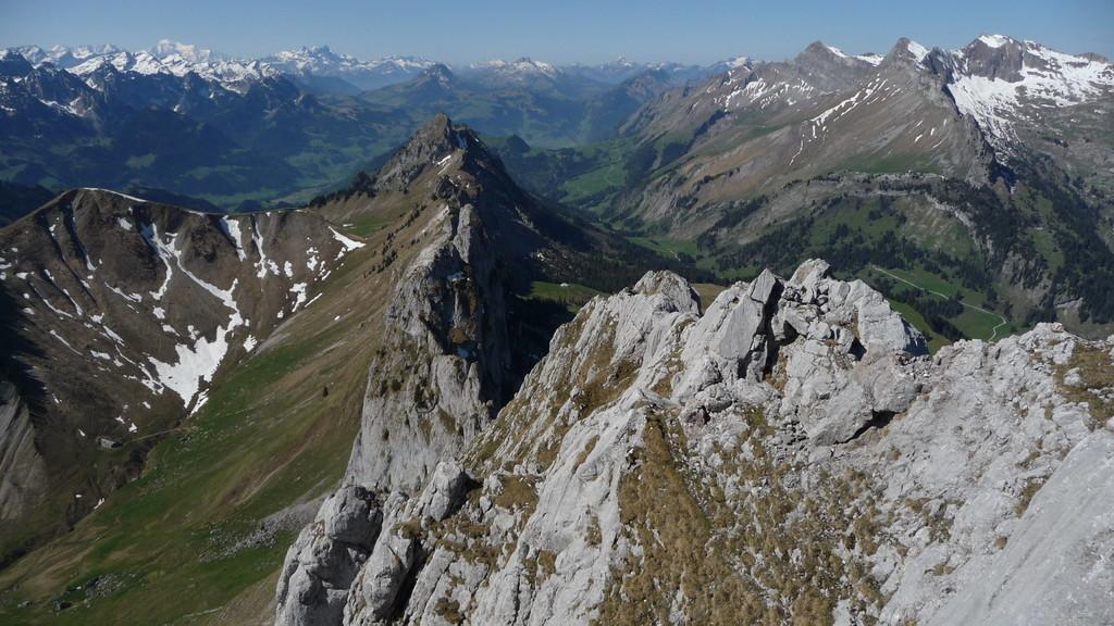 in einer Linie ..... Gipfelgrat... Les Pucelles....Corne Aubert....