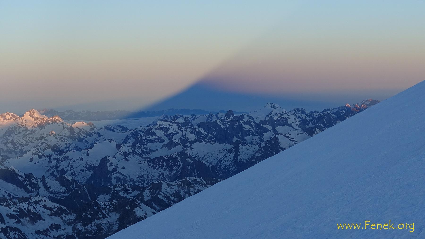 der Schatten des Elbrus....