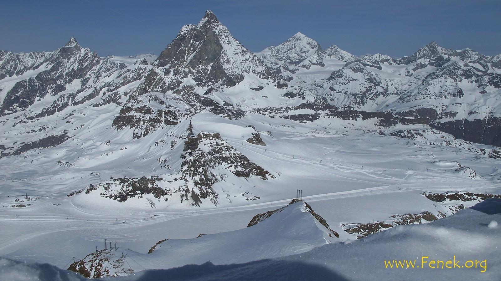 Blick vom Klein Matterhorn zu den beiden Gipfeln des Tages (Falllinie vom Matterhorn)