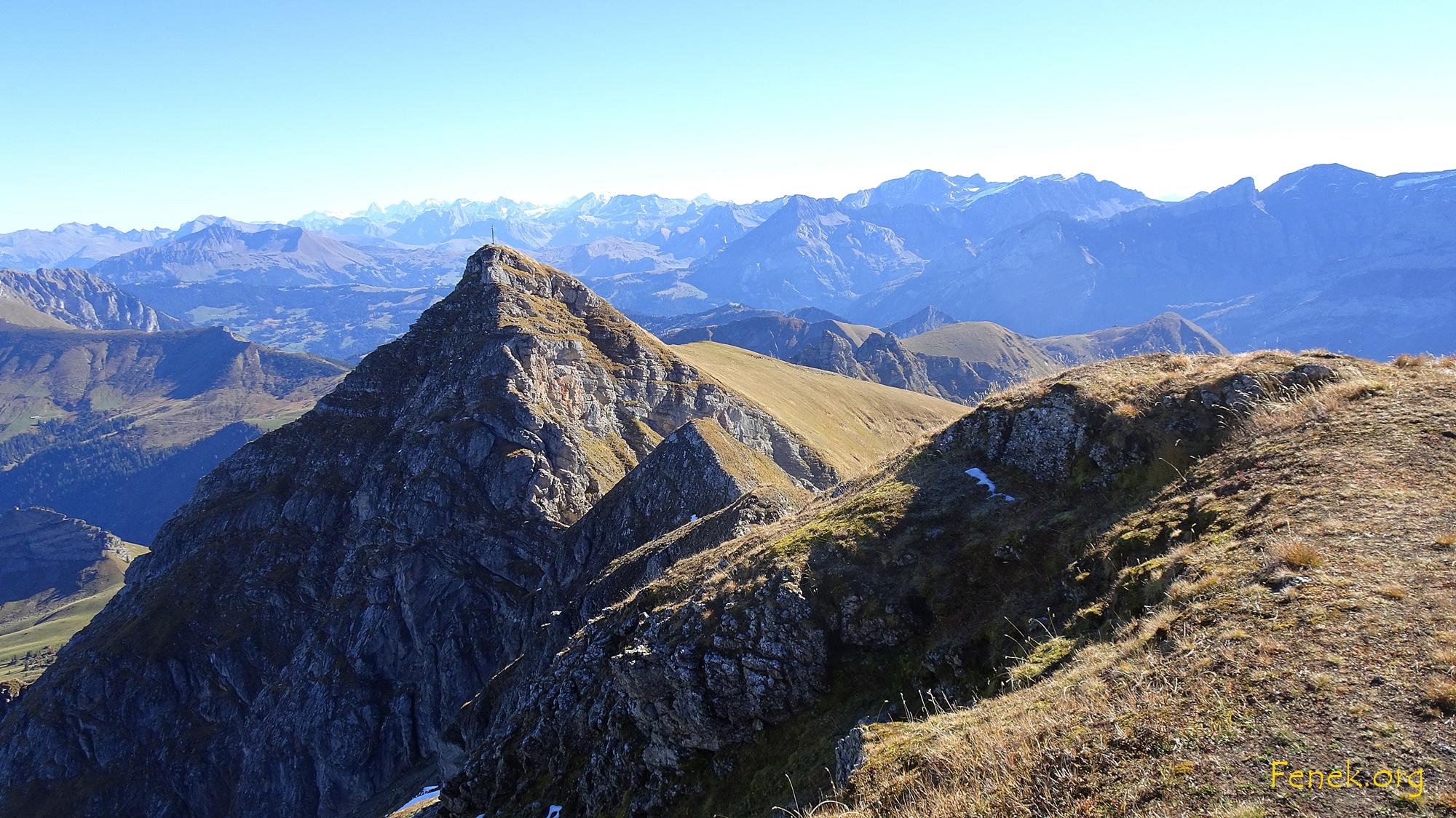 Gipfelaussicht zu La Pare - am Horizont Berner Berge