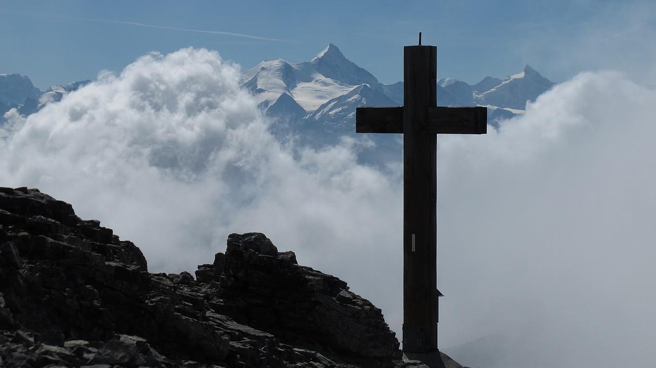 Gipfelkreuz und Bishorn/Weisshorn