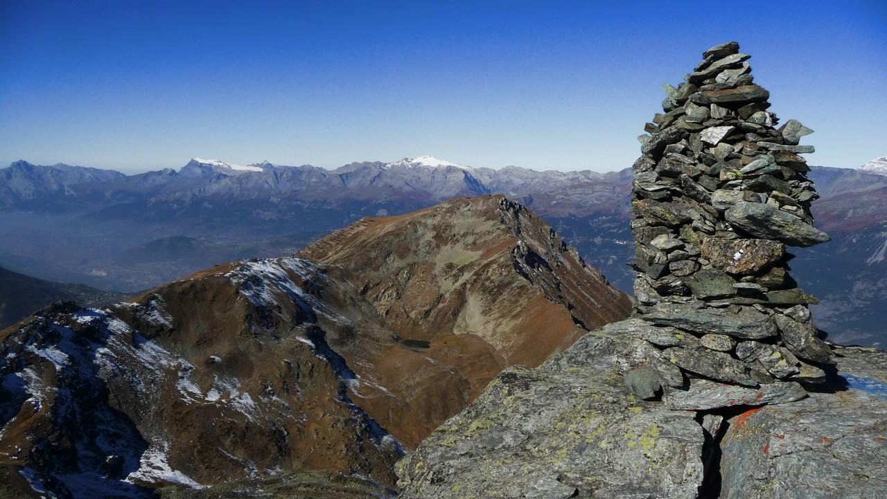 auf dem Schwarzhorn mit Blick zum Illhorn