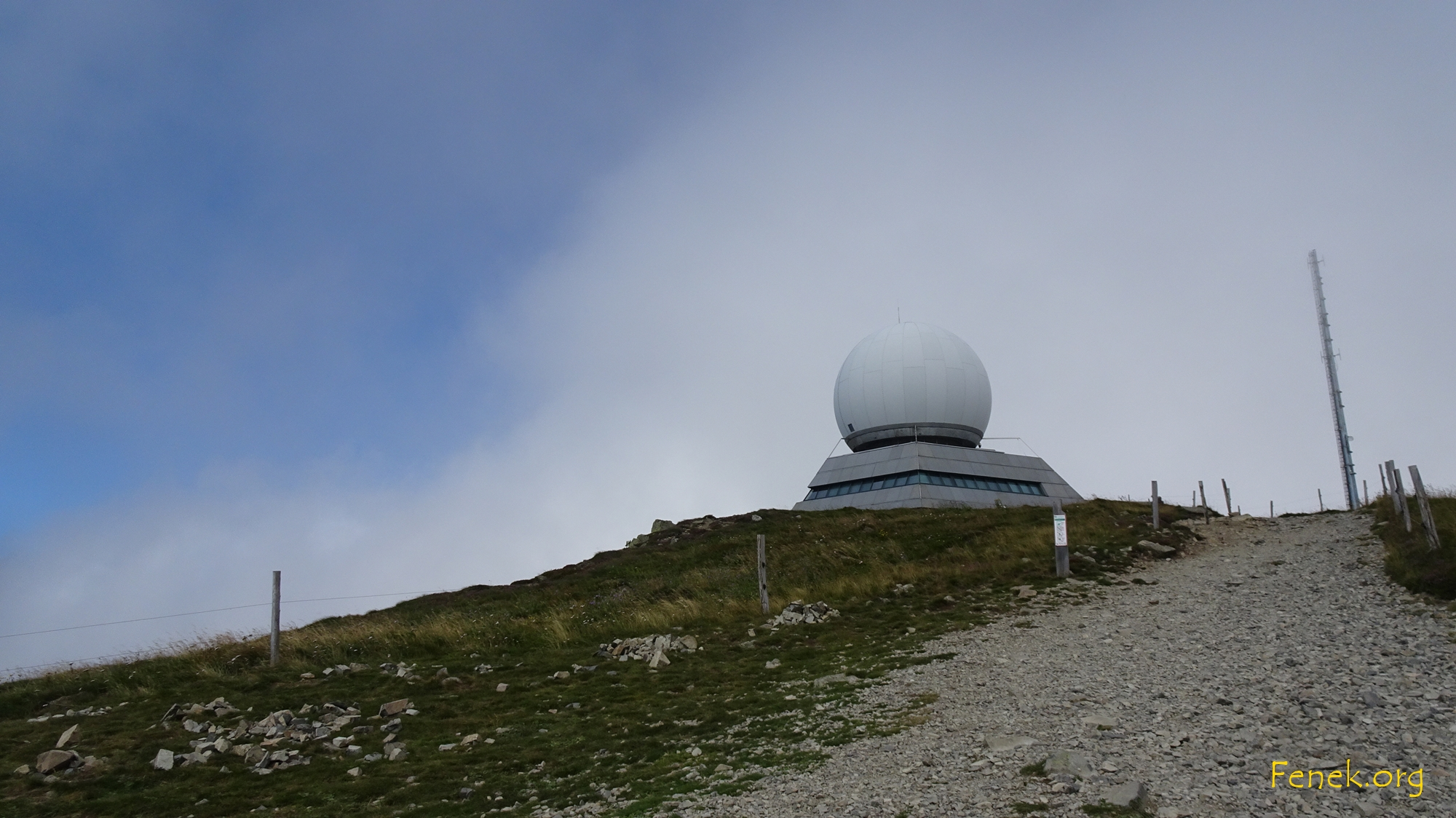 die Radarstation auf dem Gipfel