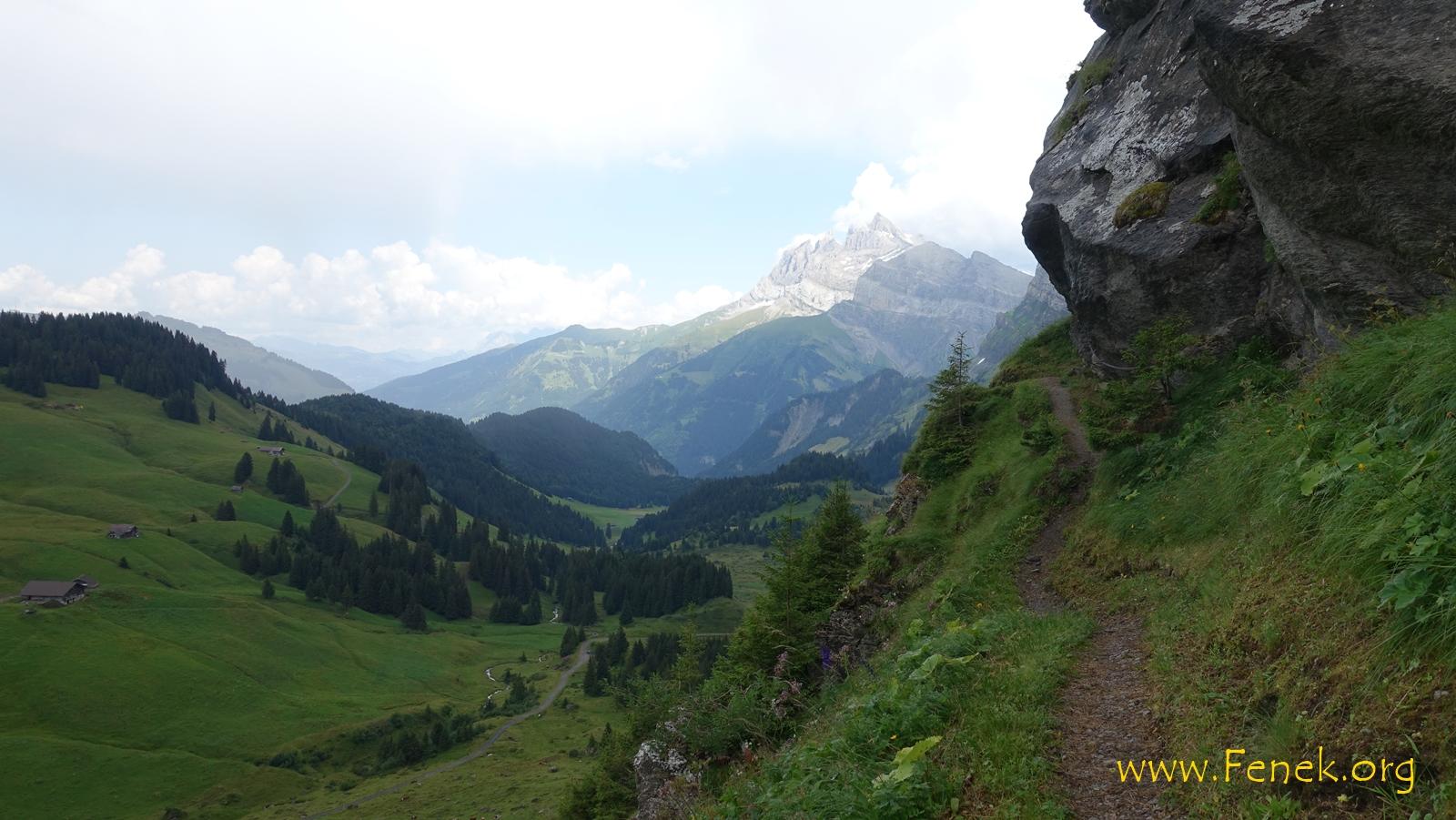 die letzten steilen Abstiegsmeter - hinten Dents du Midi
